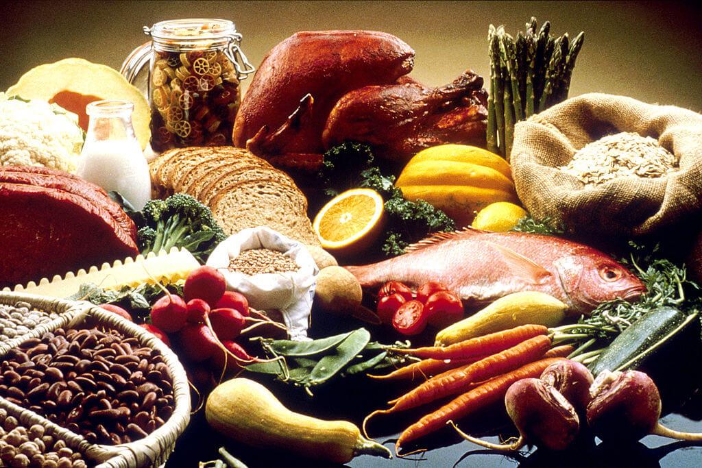 """Người xưa nói: """"Thuốc bổ không bằng ăn bổ"""", căn cứ vào sự thay đổi của mùa, dùng các món ăn ngũ sắc để bổ dưỡng cho ngũ tạng là công hiệu nhất để giữ sức khỏe. (Wikimedia Commons)"""